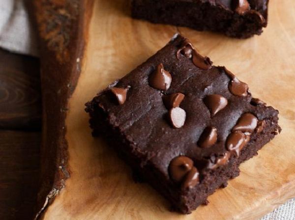 Fogyókúrás brownie vaníliafagyival - Kevesebb kalória, több élvezet